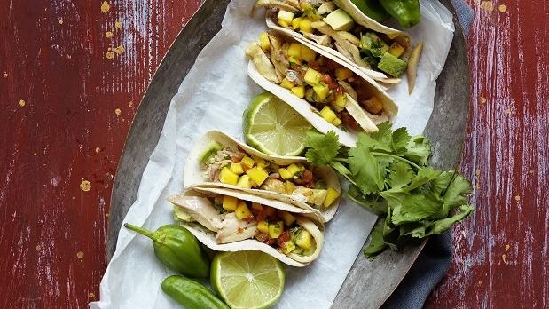 Taco med kyckling och tomat-och mangosalsa