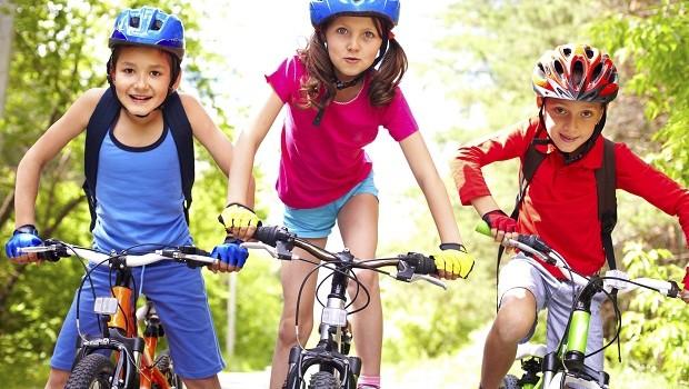 Därför behöver barn minst en timmes fysisk aktivitet per dag